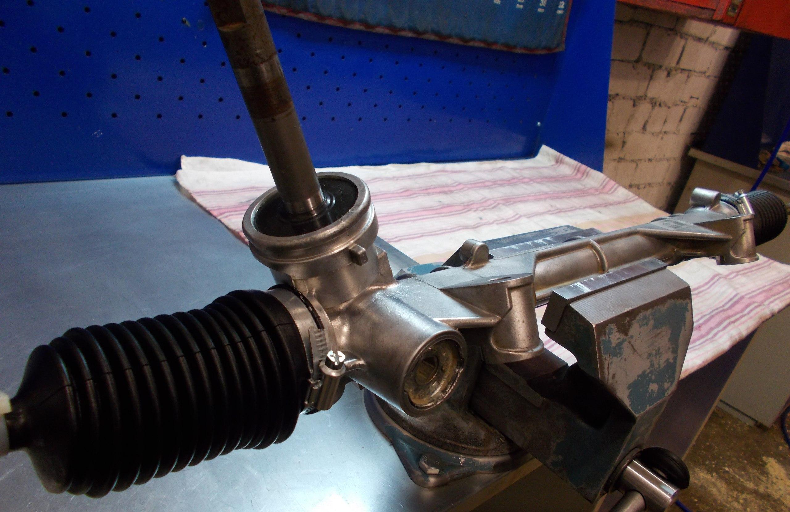 Подтягиваем рулевую рейку на Рено 28